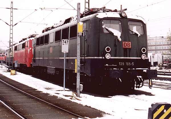 http://www.eisenbahn-im-bild.de/Bilder/Voll/139_1/14813_139-165.jpg
