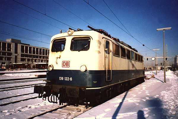 http://www.eisenbahn-im-bild.de/Bilder/Voll/139_1/9008_139-122.jpg
