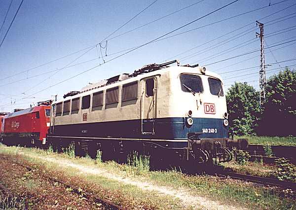http://www.eisenbahn-im-bild.de/Bilder/Voll/140_1/10794_140-240.jpg