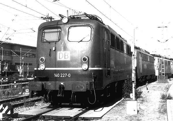 http://www.eisenbahn-im-bild.de/Bilder/Voll/140_1/11629_140-227.jpg