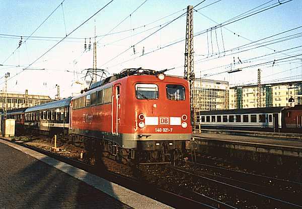 http://www.eisenbahn-im-bild.de/Bilder/Voll/140_1/15327_140-021.jpg