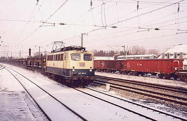 http://www.eisenbahn-im-bild.de/Bilder/Voll/140_4/14240_140-663.jpg