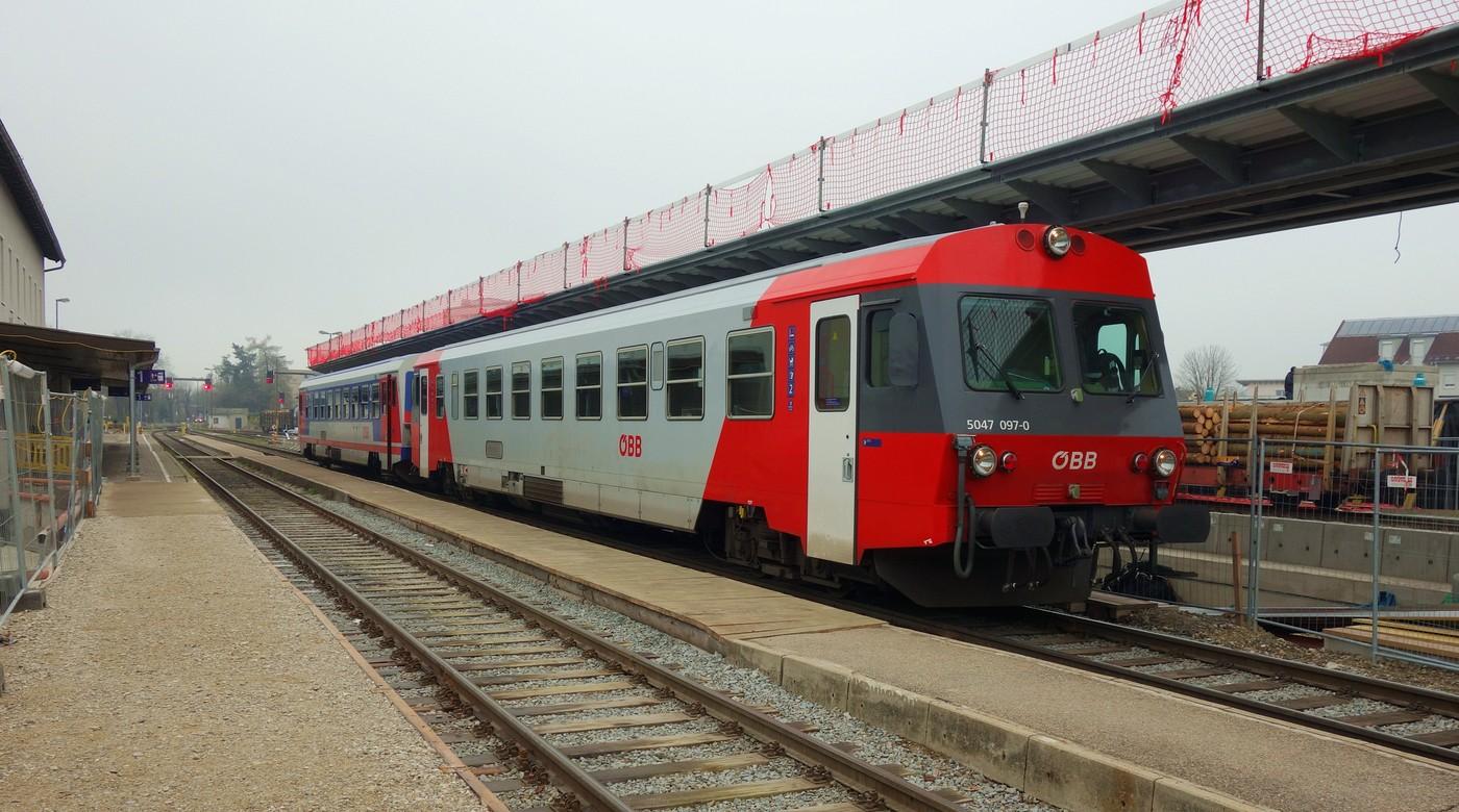 http://www.eisenbahn-im-bild.de/Temp/A_Braunau_DSC08749.jpg