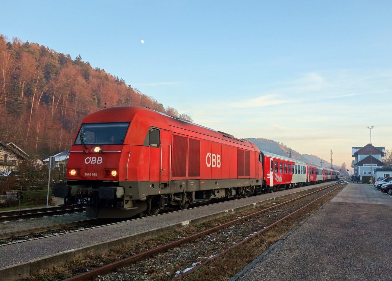 http://www.eisenbahn-im-bild.de/Temp/A_Munderfing_DSC08788.jpg